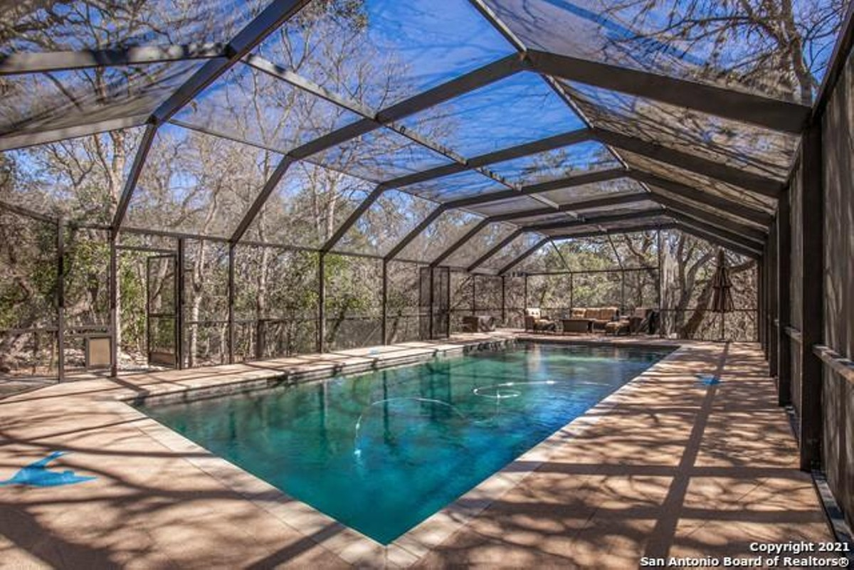 This West San Antonio Home Comes With A Rare Completely Screened In Pool San Antonio Slideshows San Antonio Current