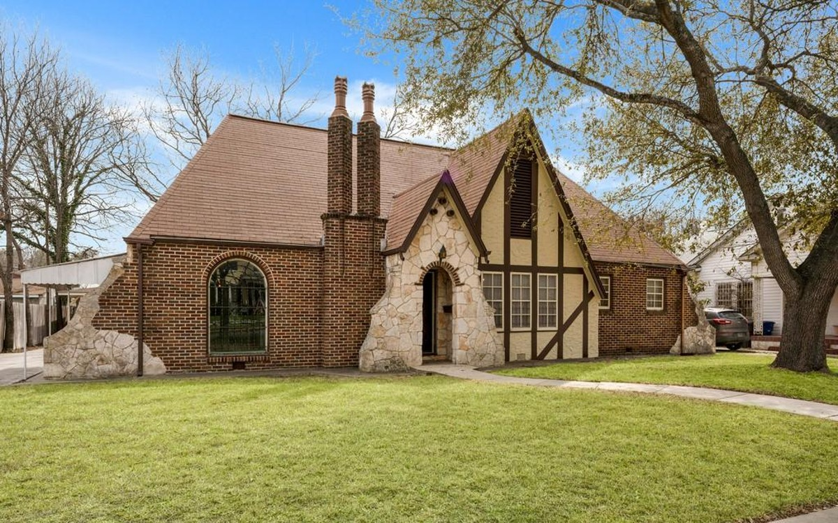 A 1930s Tudor Style Home With 15 Foot Cathedral Ceilings In Now For Sale Near Woodlawn Lake San Antonio Slideshows San Antonio Current