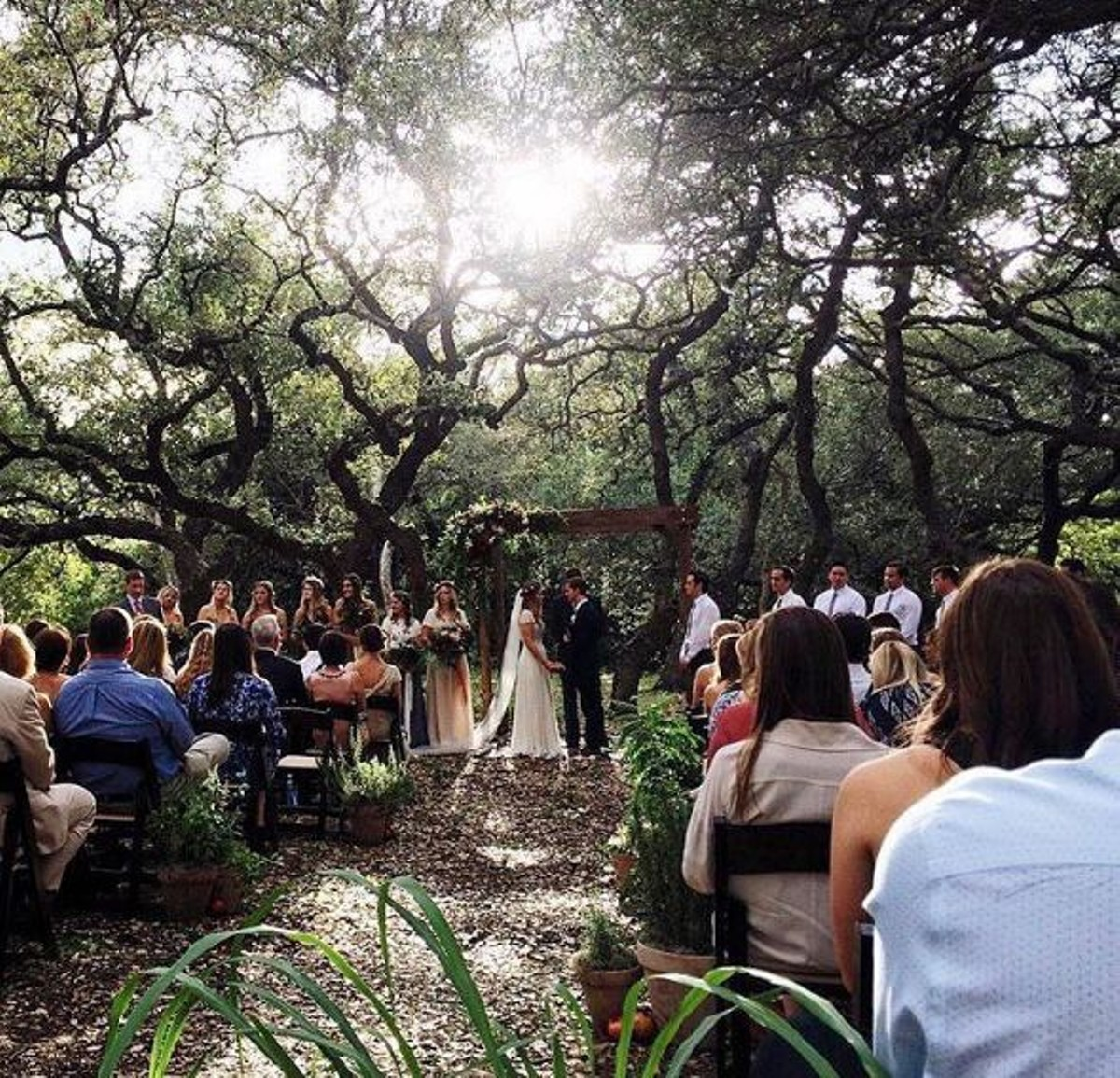 Throughout The 6 000 Square Foot Venue You Ll Find Chandeliers Texas Wildflowers Longhorns Oak Trees And A View Of Pond Giving Perfect