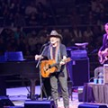 Willie Nelson Rocks The Rodeo