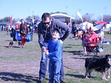 ae516b4a_kens_photo_dad_helping_son_fly.jpg