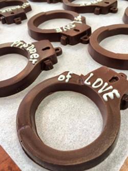 schakolad-handcuffsjpg