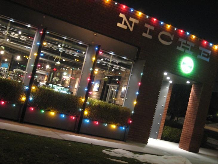 Caffe Niche/Dexterity Salon: 12/3/10