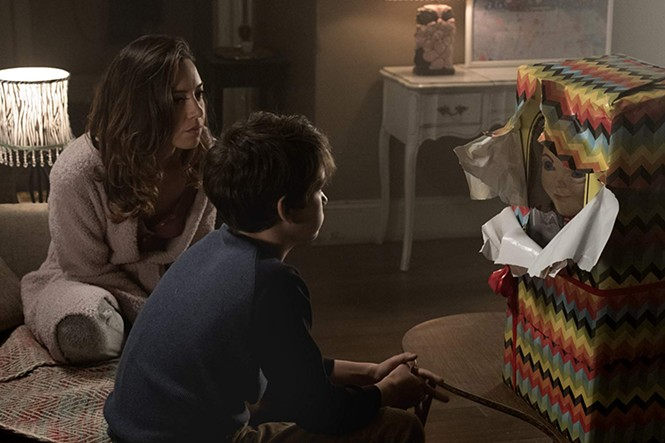 Aubrey Plaza, Gabriel Bateman and Chucky in Child's Play - ORION PICTURES
