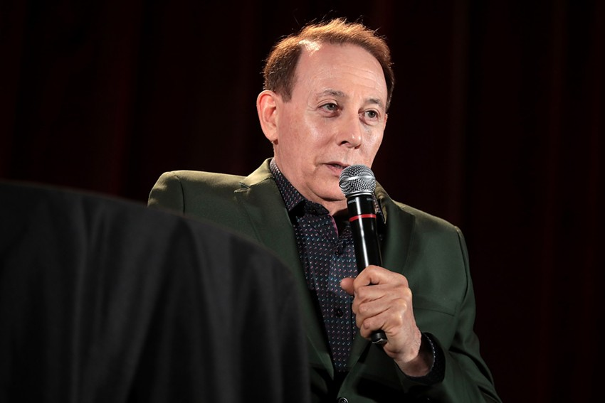 Reubens speaking to an audience during the 2019 Phoenix Fan Fusion. - GAGE SKIDMORE