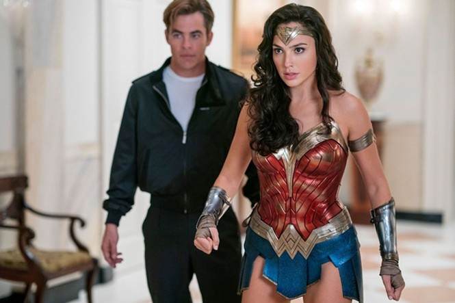 Chris Pine and Gal Gadot in WW84 - WARNER BROS. PICTURES