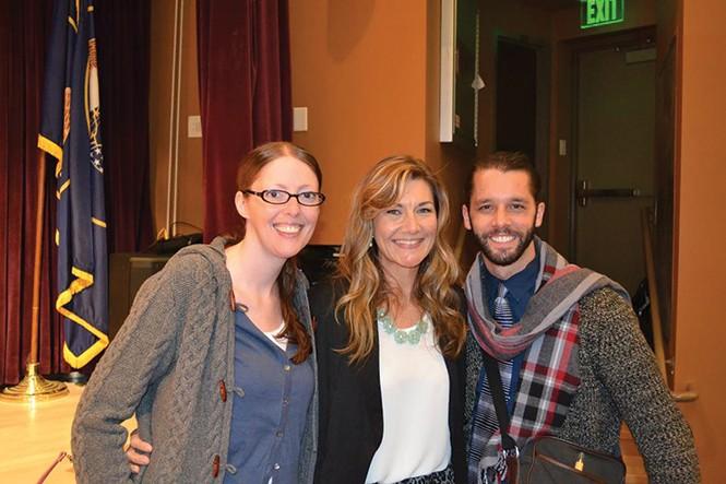 Christine Stenquist (center)