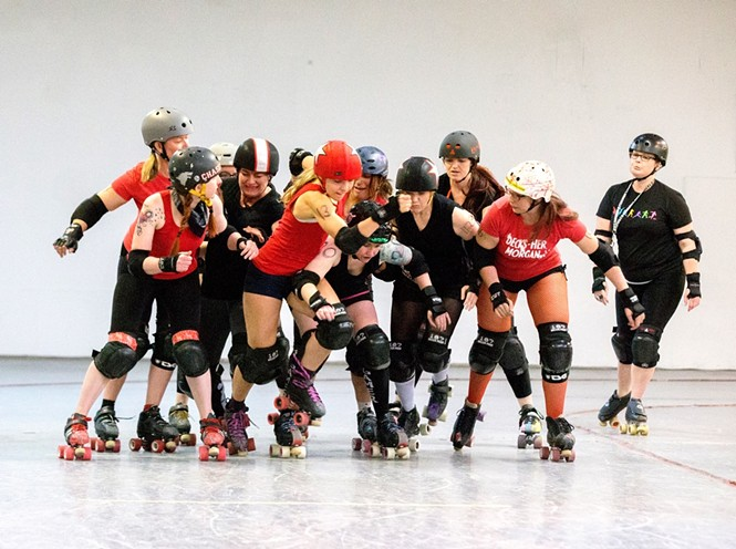 A cross-section of BSR players scrimmaging. We are very lucky to have WFTDA officials to help us out! - VOID POINTER