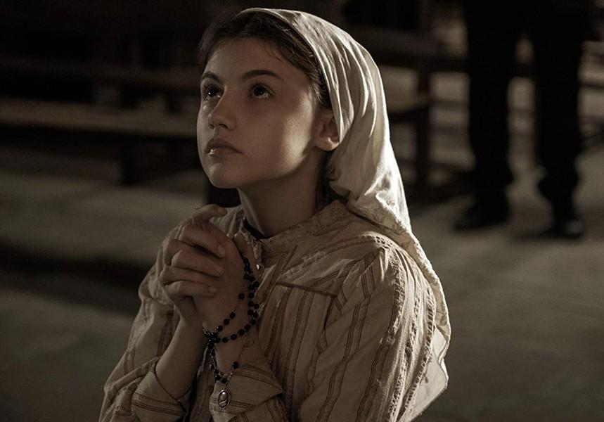Stephanie Gil in Fatima