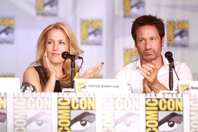 Gillian Anderson and David Duchovny speak at 2013 San Diego Comic Con International, for The X-Files 20th anniversary panel - GAGE SKIDMORE
