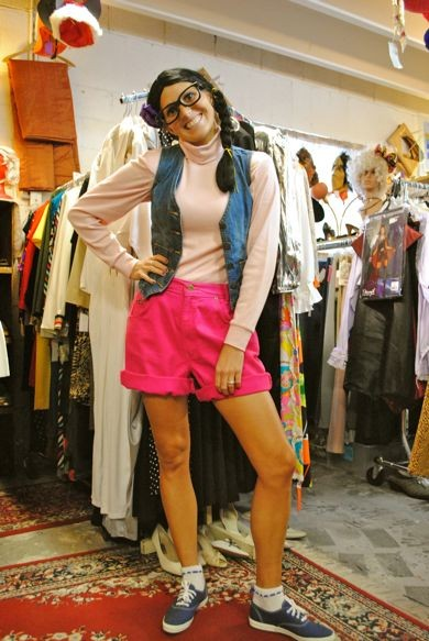 katie_perry_in_store_pic.jpg