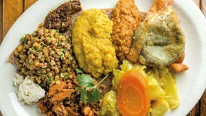 A plate of Ethiopian food at ¡Duino! (Duende)