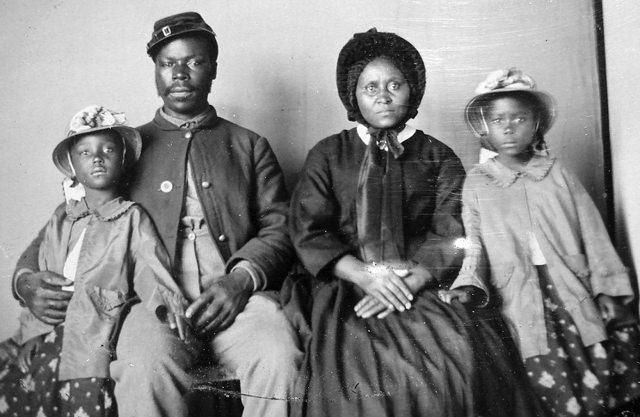 African American soldier and family - COURTESY OF THE LIBRARY OF CONGRESS