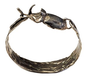Beetle clasp bracelet - SARAH PRIESTAP