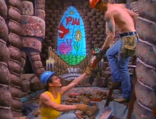 Did I mention that these guys are building a room out of fruitcakes? - IMAGE ENTERTAINMENT