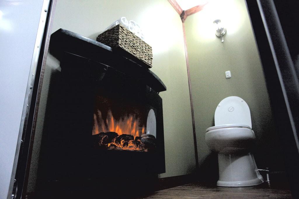 Electric fireplace - MATTHEW THORSEN