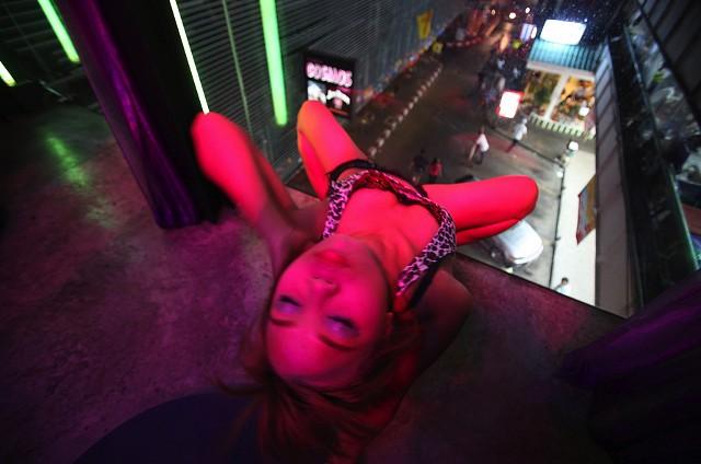 Enticing potential johns in Bangkok - LOTUS FILMS