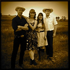 foghorn_stringband_official_hires_betse_ellis.jpg