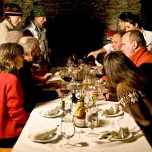 Guests dining at Allyn's Lodge