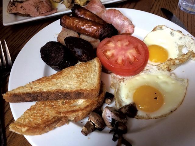 Irish breakfast at Rí Rá - ALICE LEVITT