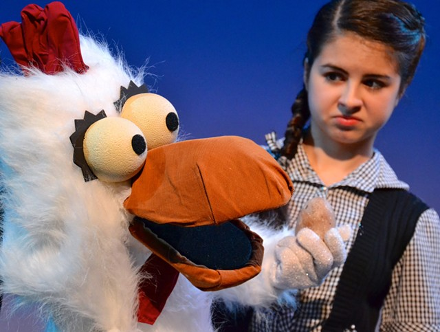 Lucy Pappas, as Dorothy Gale, with puppet Bill the Chicken