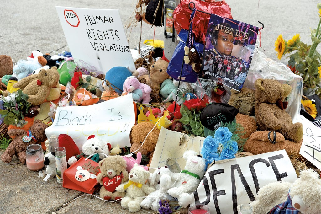 Makeshift memorial for Michael Brown In Ferguson, Mo. - © GINOSPHOTOS | DREAMSTIME.COM