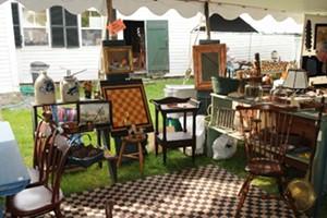 37d288c7_antiques_show_booths_2012_lr.jpg