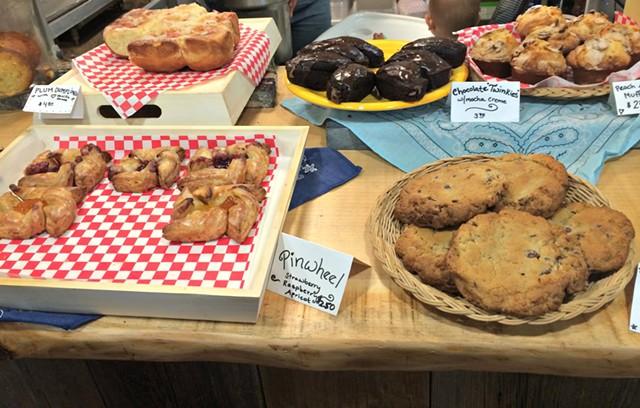 Pastry counter - ALICE LEVITT