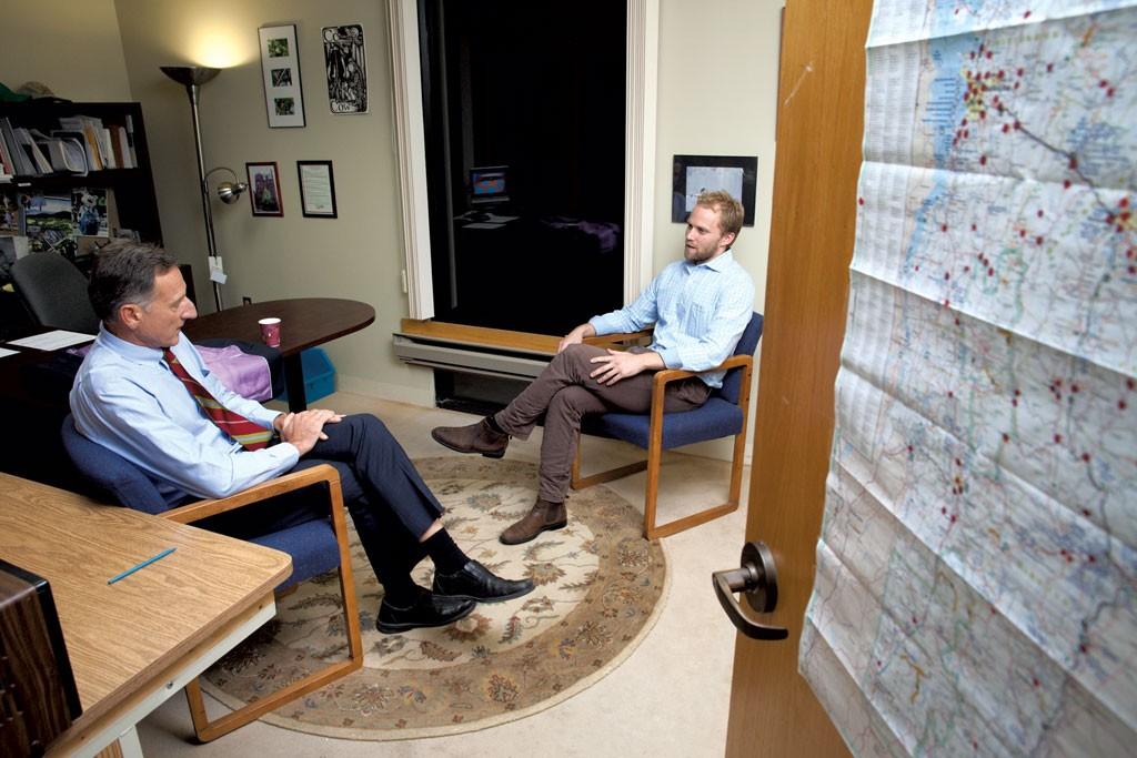 Shumlin talks with campaign manager Scott Coriell - MATTHEW THORSEN
