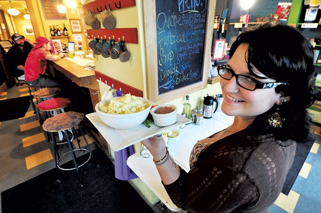Server Alyssa Spada at the Bee's Knees - FILE: JEB WALLACE-BRODEUR