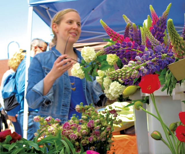 Selection of fresh-cut spring flowers - MATTHEW THORSEN