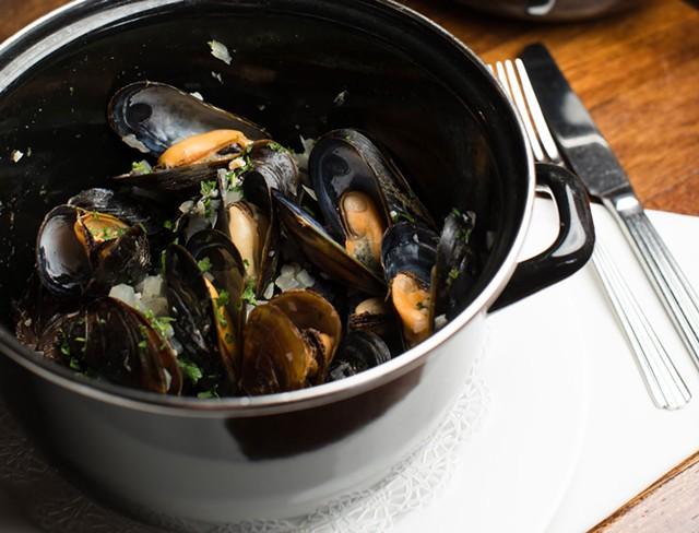 Mussels special at Bistro de Margot - BRENT HARREWYN