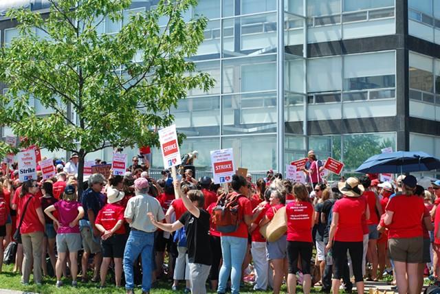 Nurses rallying outside the hospital - SARA TABIN