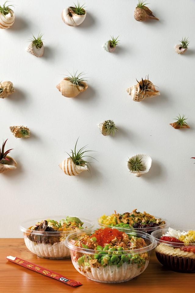 Left and center: Citrus Ponzu Shrimp Bowl and Firecracker Bowl - OLIVER PARINI