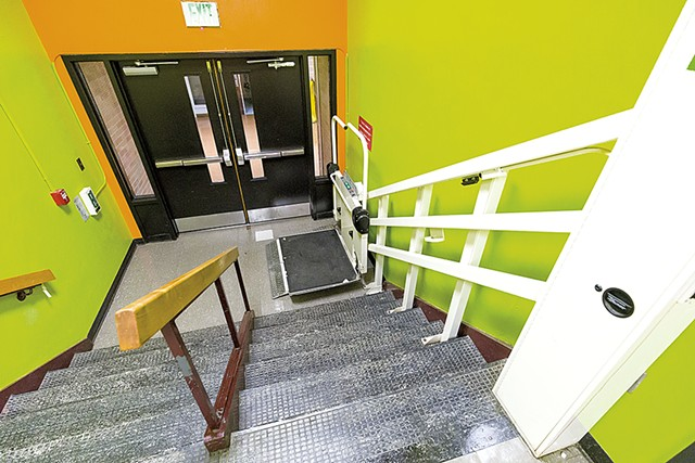 A lift at the high school - OLIVER PARINI