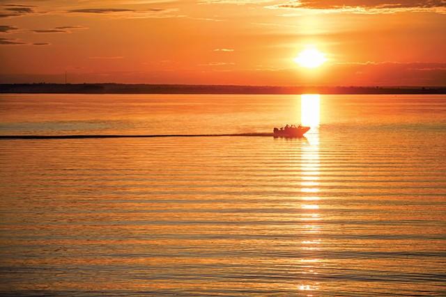Powerboating on Lake Champlain - OLIVER PARINI