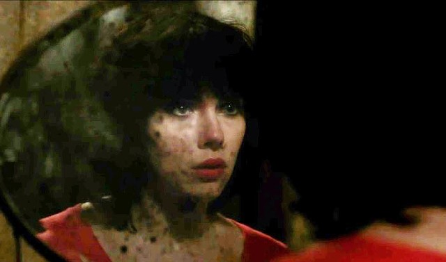 """The """"mirror shot"""" in Under the Skin - CANAL+"""