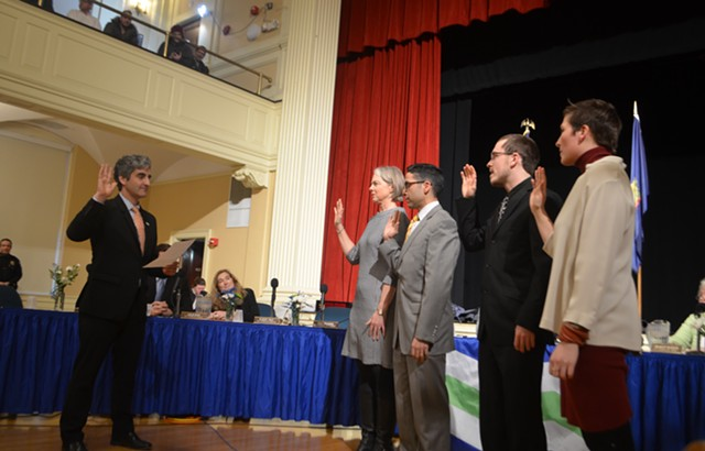 Mayor MIro Weinberger swearing in newly elected city councilors - KATIE JICKLING