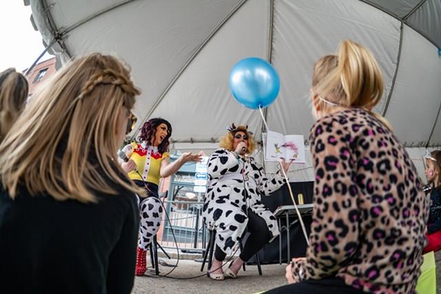 Nikki Champagne and Emoji Nightmare reading to kids at Waking Windows in Winooski - COURTESY OF BRYAN LASKY