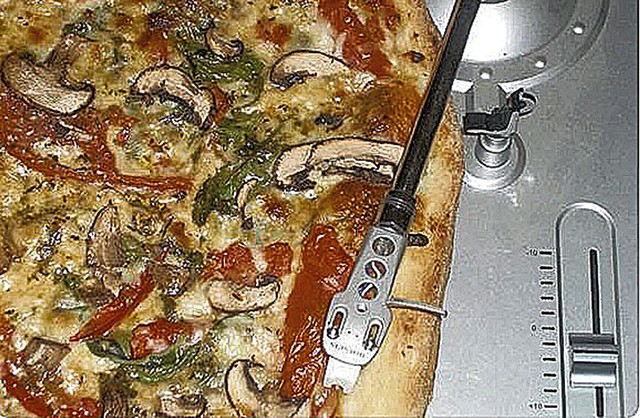 Pizza Soul pie on a turntable - COURTESY OF JASON LERNER