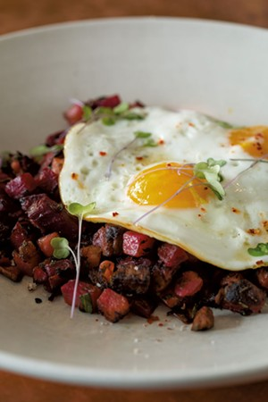 Red flannel hash at Juniper Bar & Restaurant - OLIVER PARINI