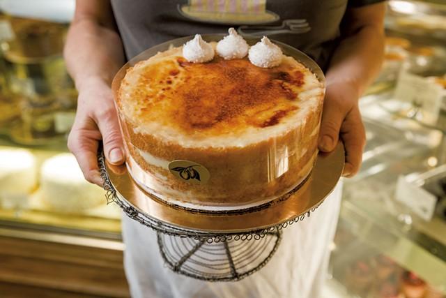 Crème brûlée cake at Mirabelles - OLIVER PARINI