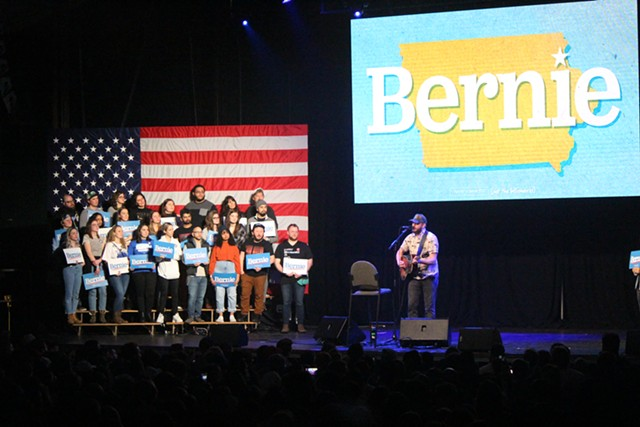 Justin Vernon of Bon Iver performing at a rally for Sen. Bernie Sanders in Clive, Iowa - PAUL HEINTZ