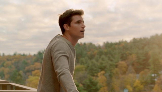 "Nathan (Robbie Amell) discovering his new world in ""Upload"" - COURTESY OF AMAZON STUDIOS"