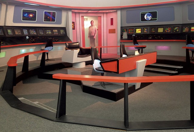 Re-creation of the Enterprise bridge - KEN PICARD