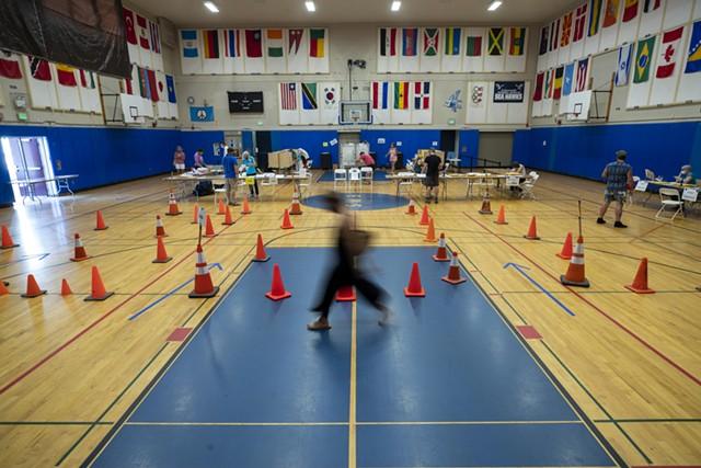 Voting at Edmunds Elementary School in Burlington - JAMES BUCK ©️ SEVEN DAYS