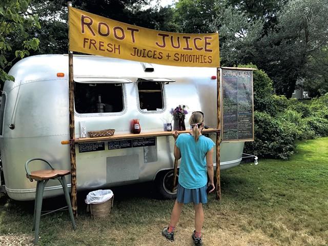 Root Juice in East Warren - SALLY POLLAK ©️ SEVEN DAYS