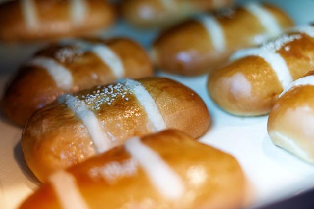 Coconut buns - DARIA BISHOP