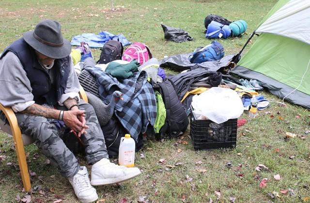 """Preacher"" prepares to leave Battery Park - COURTNEY LAMDIN ©️ SEVEN DAYS"