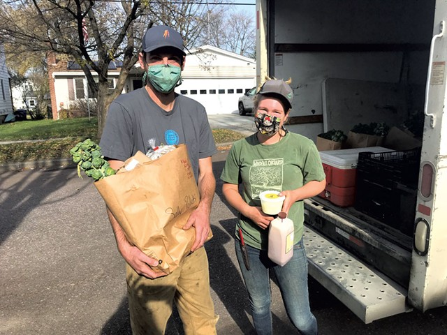Kyle Doda (left) and Betsy Simpson of 1000 Stone Farm in Brookfield making a delivery in Burlington - SALLY POLLAK ©️ SEVEN DAYS